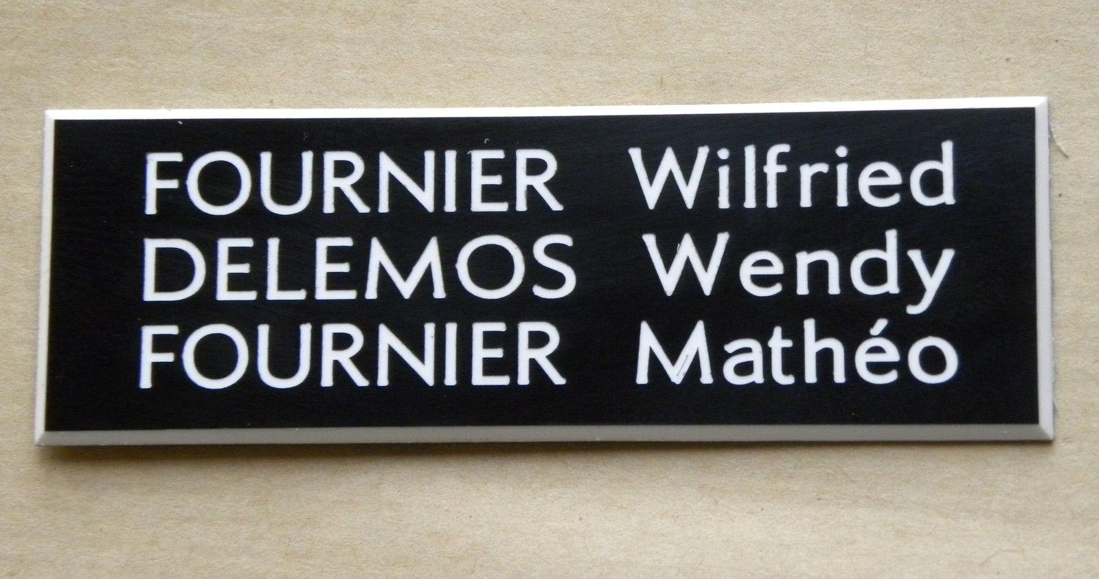 Quels sont les systèmes de fixation possibles pour une plaque de boîte aux lettres?